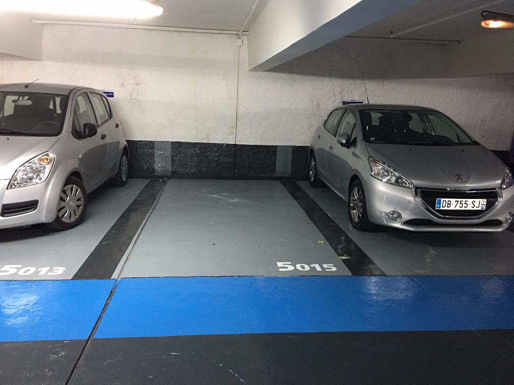 Parking face à l'Eglise de Saint Germain des Prés 75006 PARIS